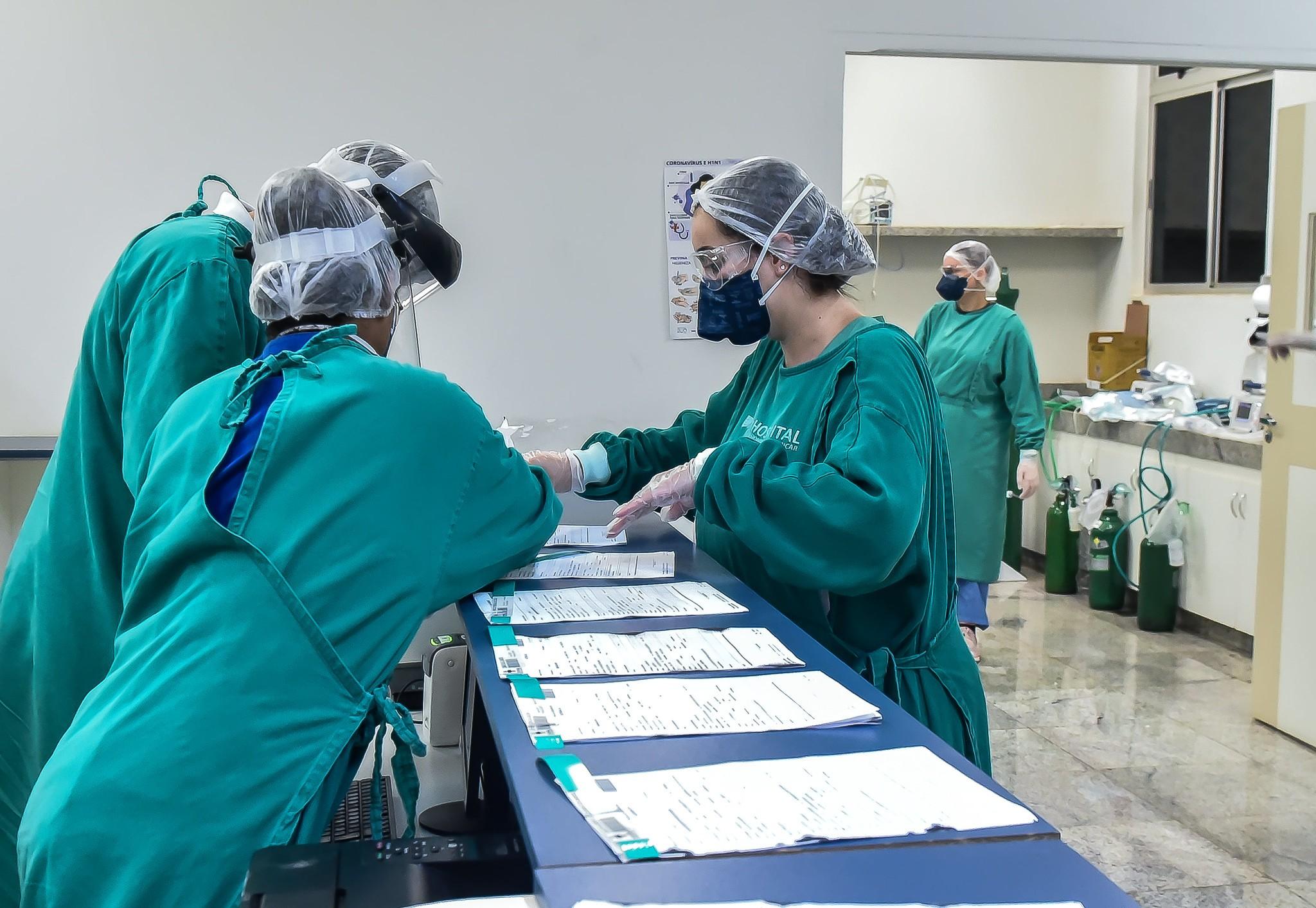 Pacientes de Manaus internados em Uberaba fazem exames para identificar cepa do vírus