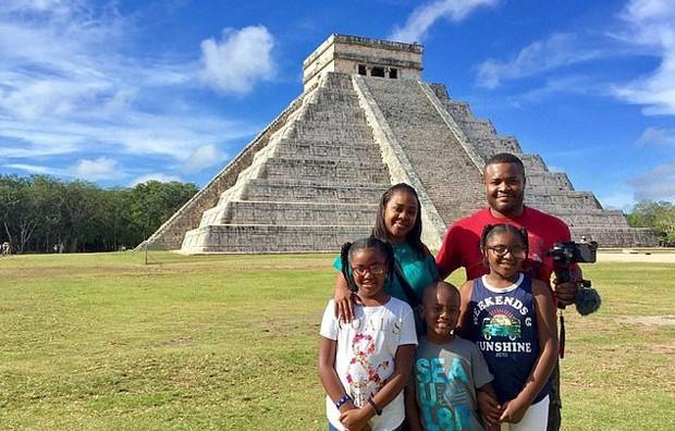 Casal vende pertences para viagem de R$ 392 mil para explorar suas raízes com os filhos (Foto: Reprodução / Daily Mail)