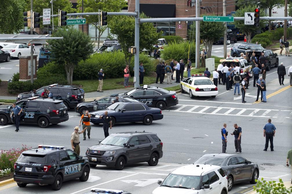 Polícia responde a tiroteio em redação de jornal (Foto: AP Photo/Jose Luis Magana)