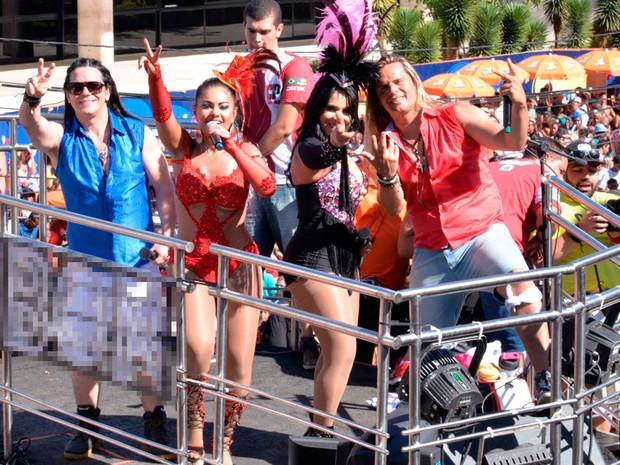 Banda Calcinha Preta na passarela do Circuito do Campo Grande, em Salvador (Foto: Elias Dantas/Ag. Haack)