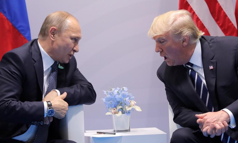 Vladimir Putin e Donald Trump durante encontro em Hamburgo, na Alemanha , em imagem de arquivo (Foto: REUTERS/Carlos Barria)