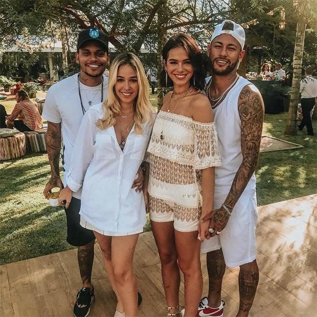 Neymar e Bruna Marquezine com amigos (Foto: Reprodução/Instagram)