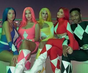 Kylie Jenner e amigos se fantasiam de Power Rangers pro Halloween