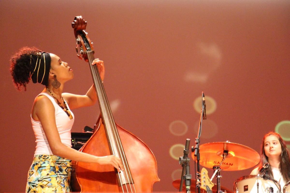 Apresentações musicais são realizadas em semifinal de festival em Rio Preto