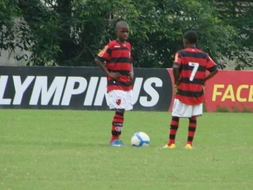 Vini Jr bem novinho em jogo no Ninho. Fenômeno desde o primeiro treino — Foto: Arquivo pessoal