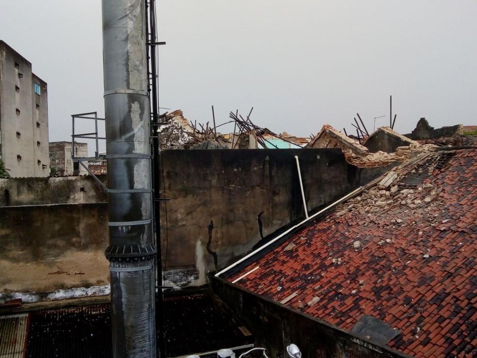 Casarões em que houve desabamento de estrutura ficam no Centro do Recife (Foto: Reprodução/WhatsApp)