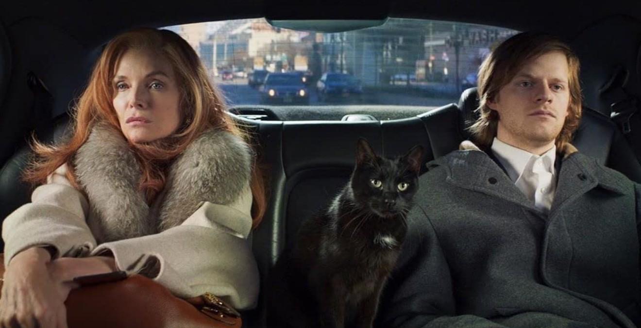 Michelle Pfeiffer e Lucas Hedges em French Exit (2020) (Foto: Divulgação)