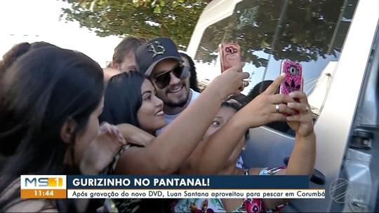 Cantor Luan Santana tira semana de férias em pescaria no Pantanal de MS