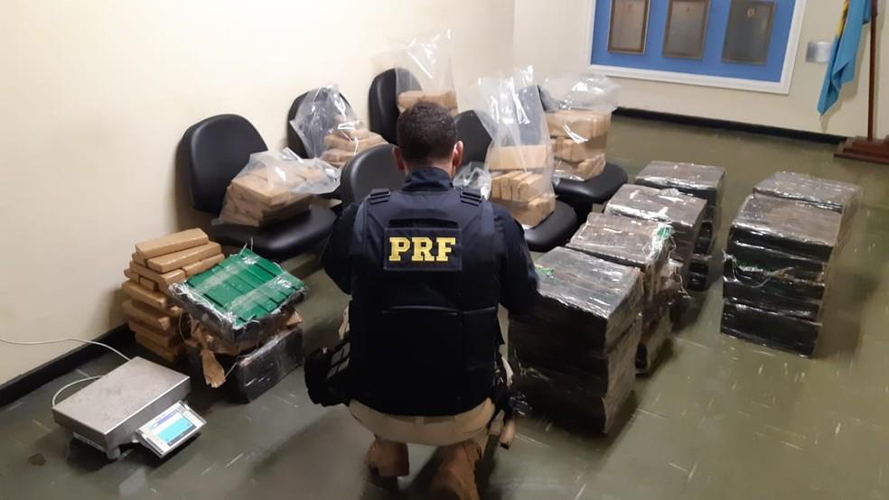 Entorpecentes apreendidos foram encaminhados à Polícia Federal em Juiz de Fora — Foto: Polícia Rodoviária Federal/Divulgação