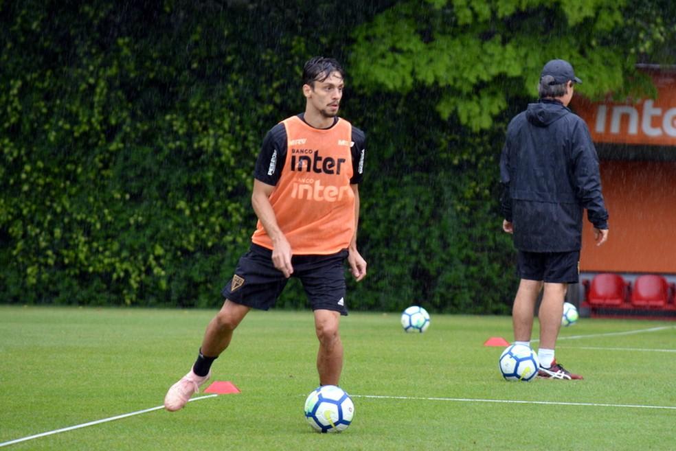 Rodrigo Caio, do São Paulo, está próximo do Flamengo — Foto: Érico Leonan / saopaulofc.net
