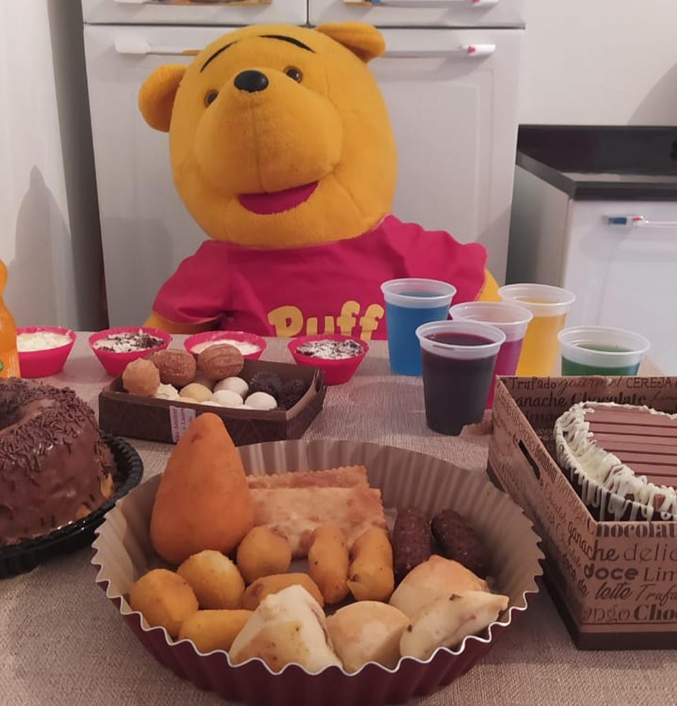Urso de pelúcia foi o convidado da festa de Michely, moradora de Ourinhos (SP) — Foto: Arquivo Pessoal/Michely Aquino