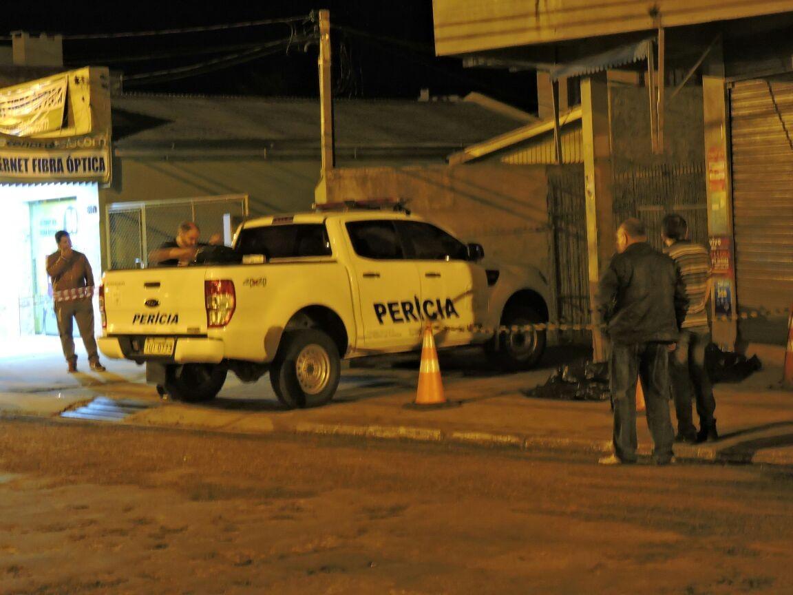 Filho morre baleado ao tentar evitar que pai fosse feito refém em assalto em Alegrete, diz polícia