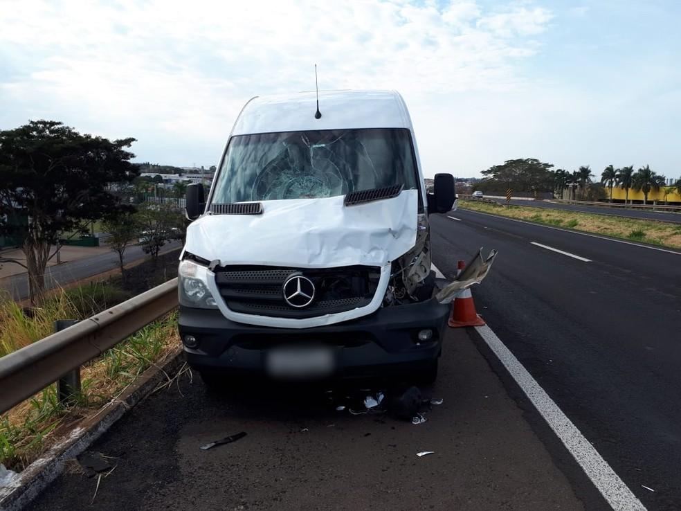 Veículo ficou parcialmente destruído com impacto da batida em Jales  — Foto: Divulgação/A Voz das Cidades