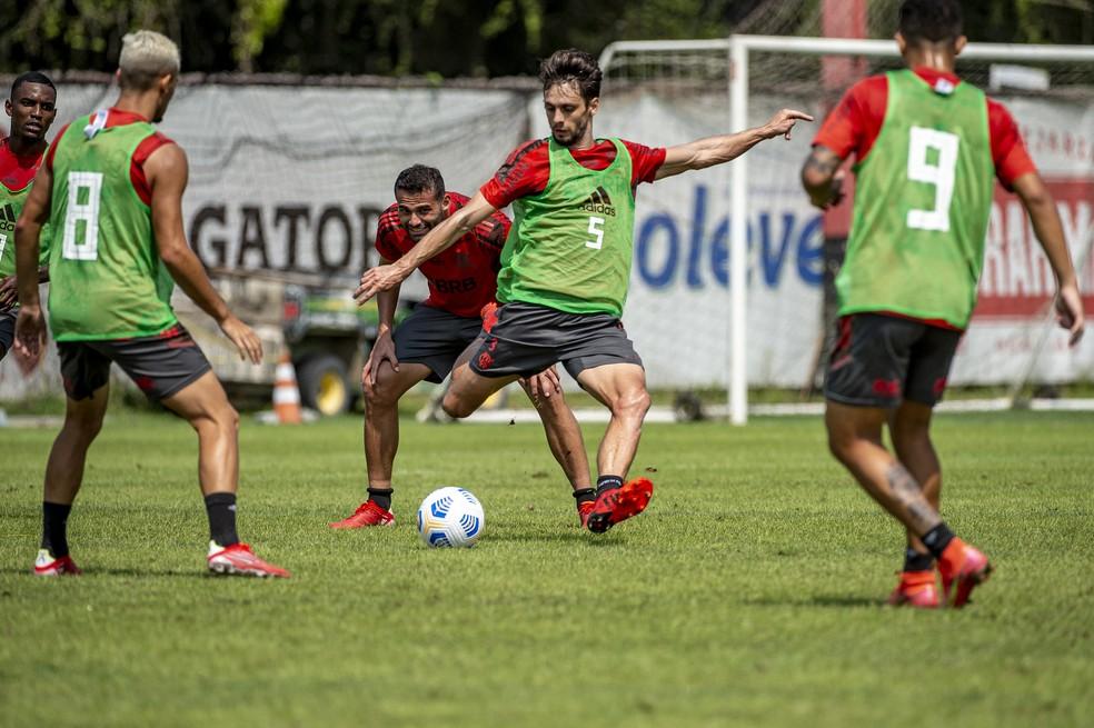Perto de retornar, Rodrigo Caio faz primeiro treino completo junto com elenco no CT
