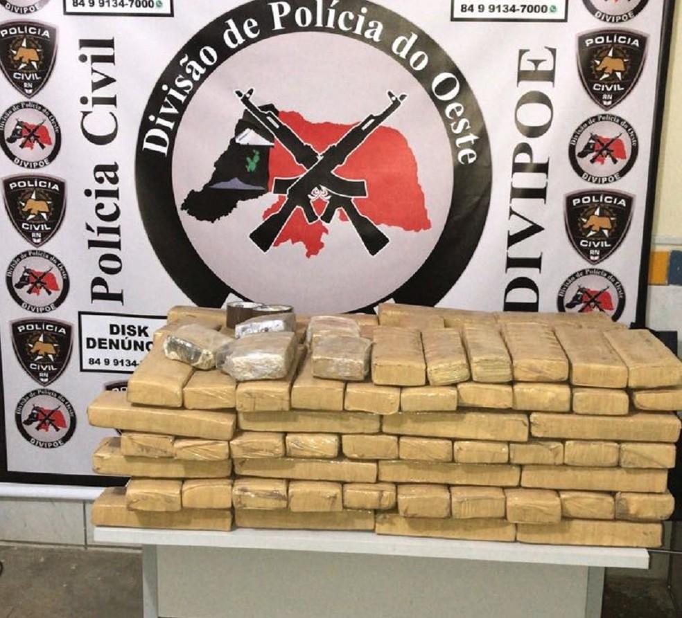 130 quilos de maconha foram encontrados em terreno na região Oeste do RN (Foto: Divulgação/Polícia Civil)