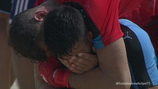 Uruguaios batem Paraguai, voltam à Copa do Mundo após 10 anos e se emocionam no Rio