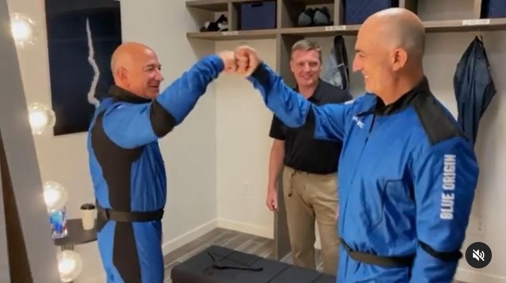 Jeff Bezos publica vídeo mostrando como está se preparando para ir ao espaço — Foto: Reprodução/Instagram