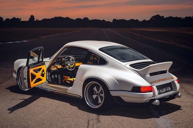 911 aliviado em peso foi reimaginado pela Singer e tem motor Williams de mais de 500 cv (Foto: Divulgação)
