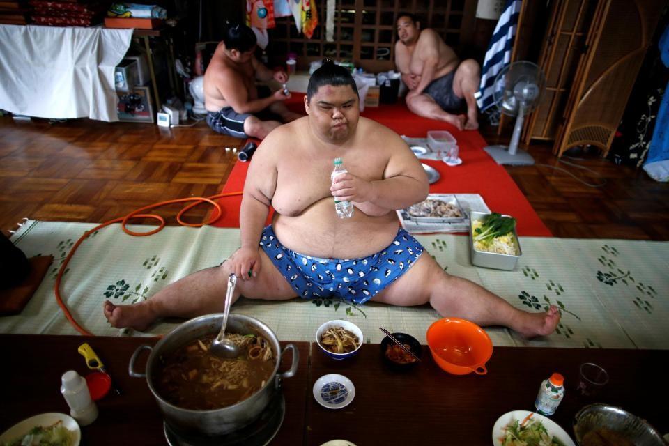 Um dia de treinamento de lutadores de sumô