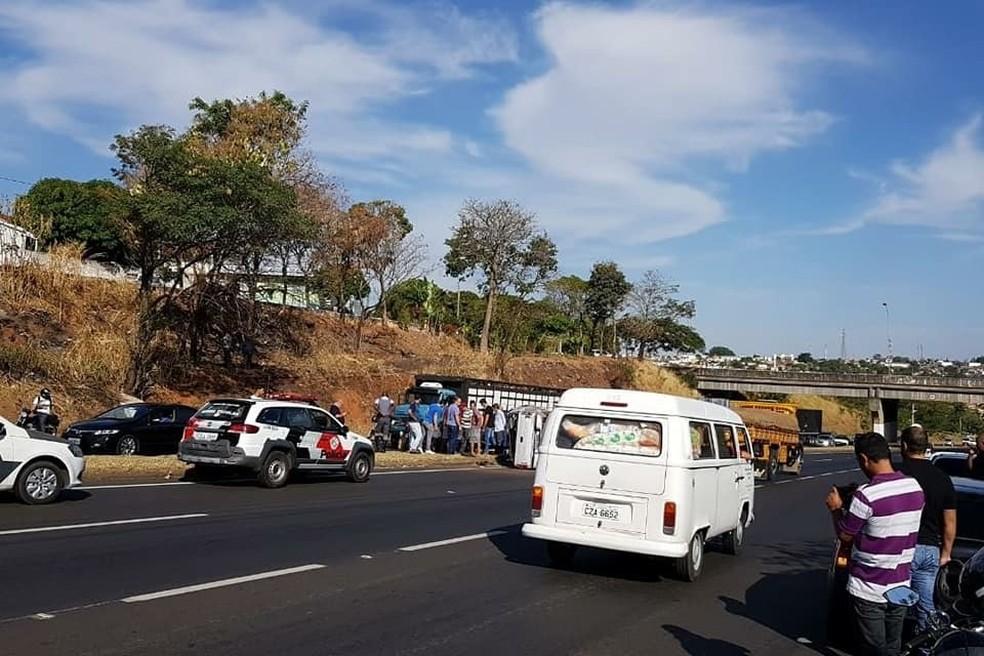 Trânsito ficou lento no local em Marília, mas não chegou a ser interditado  (Foto: Marília Urgente / Divulgação )