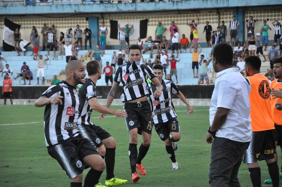 be8167c04c16b ... Centroavante Eric balançou as redes por três vezes com a camisa do São  Raimundo — Foto