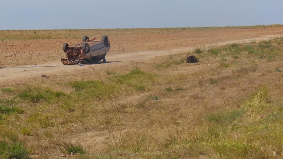 Motorista morre após capotar carro na BA-460, no oeste da Bahia — Foto: Reprodução/BlogBraga