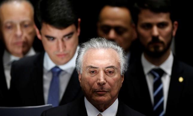 Michel Temer assume a presidência após o impeachment de Dilma