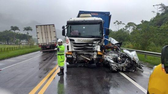 Médico morre em grave acidente na BR-101, em Macaé, no RJ