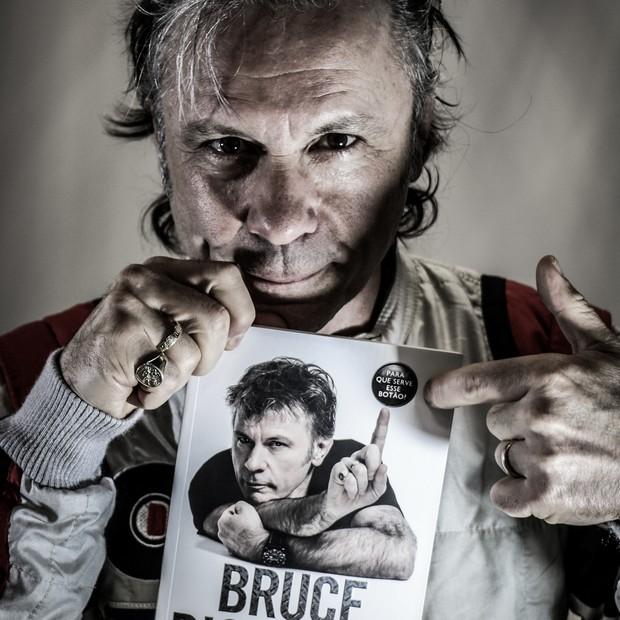 Bruce Dickinson e sua autobiorgrafia (Foto: Rodrigo Buldrini)