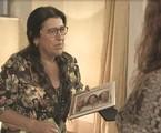 Regina Casé na cena de 'Amor de mãe' em que Lurdes descobre que Eunice (Dida Camero) é irmã de Kátia (Vera Holtz) | TV Globo