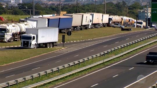 8º dia de greve: caminhoneiros voltam a protestar em rodovias do Oeste Paulista