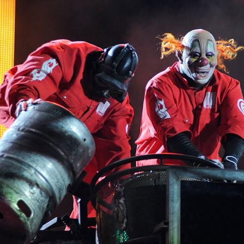 Máscaras industriais e de palhaço são alguns dos disfarces do Slipknot