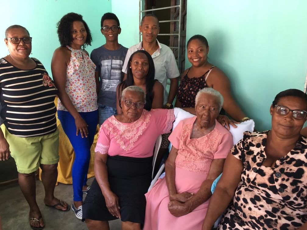 Dona Maria tem 118 anos e mora no distrito de Jabequara, na Bahia — Foto: João Souza/G1