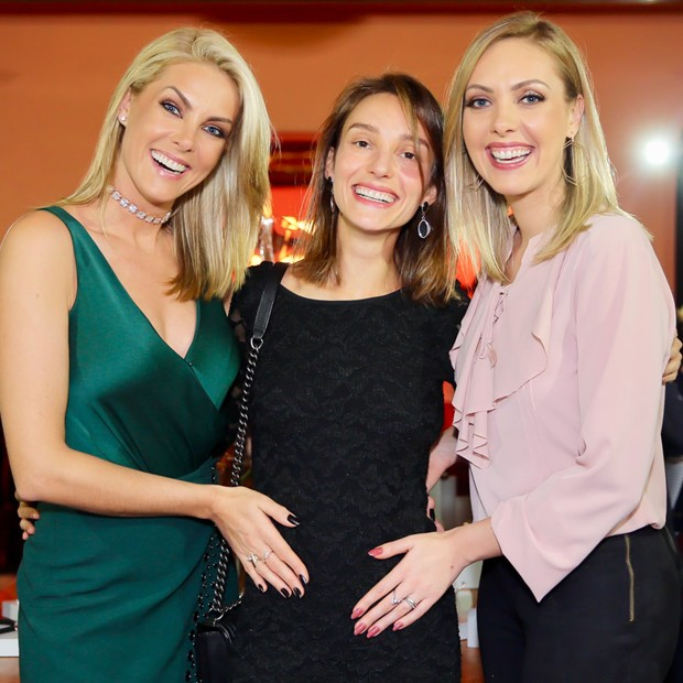 Ana, Isabel e Fernanda Hickmann (Foto: Manuela Scarpa/Brazil News)
