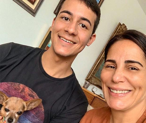 O confeiteiro Matheus Santanna e Gloria Pires (Foto: Reprodução/Instagram)