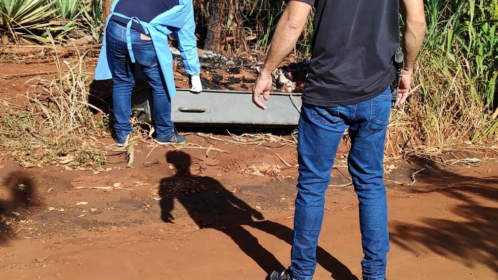 Corpo de idoso morte com 40 facadas e carbonizado é encontrado, em Dourados. — Foto: Adilson Domingos
