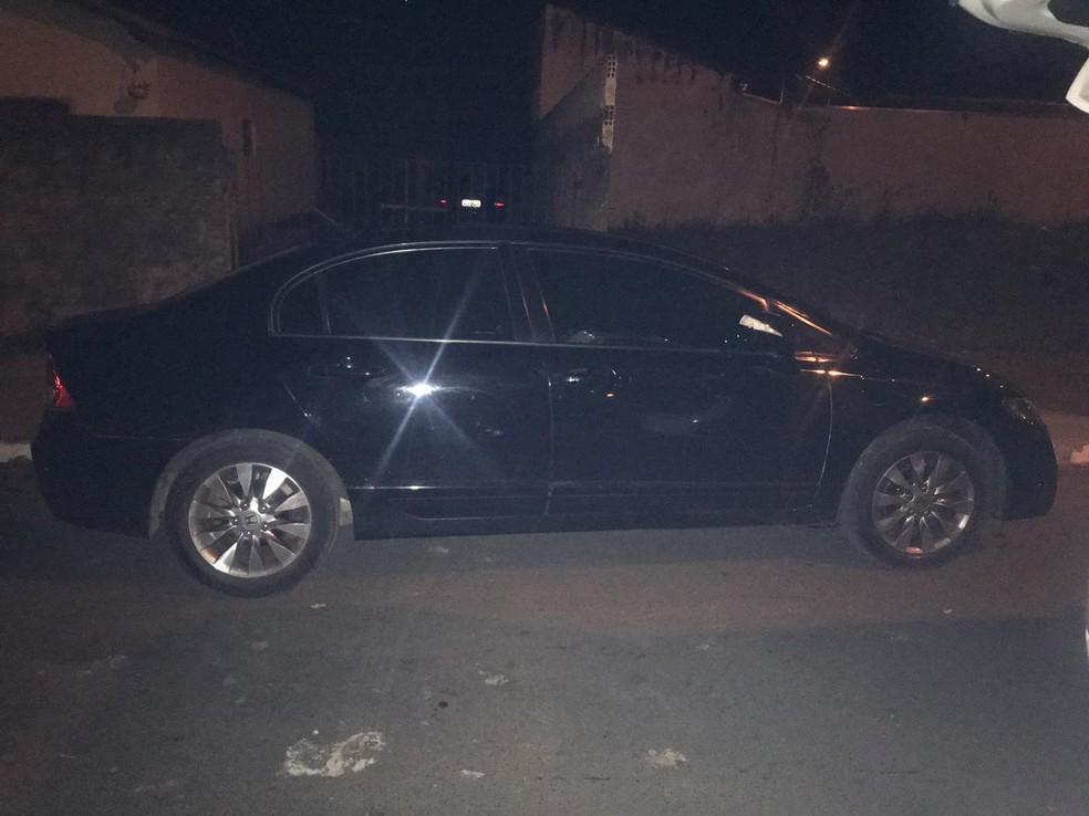 Carro com produtos furtados em loja de departamento foi localizado em São Pedro — Foto: Polícia Militar