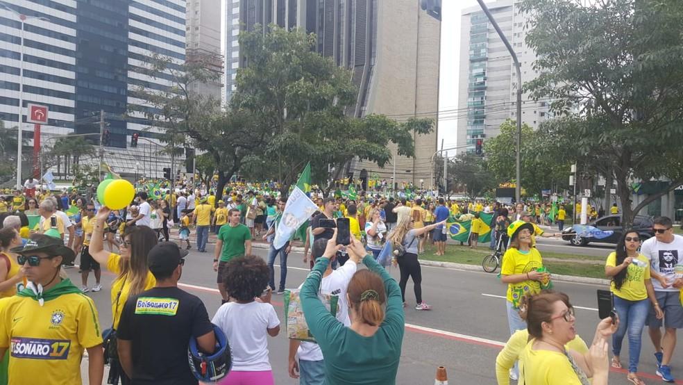 Manifestantes na Praça do Papa, em Vitória (ES). — Foto: Rafael Silva/ Rede Gazeta
