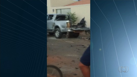Adolescente fica gravemente ferido após rojão explodir em carroceria de caminhonete
