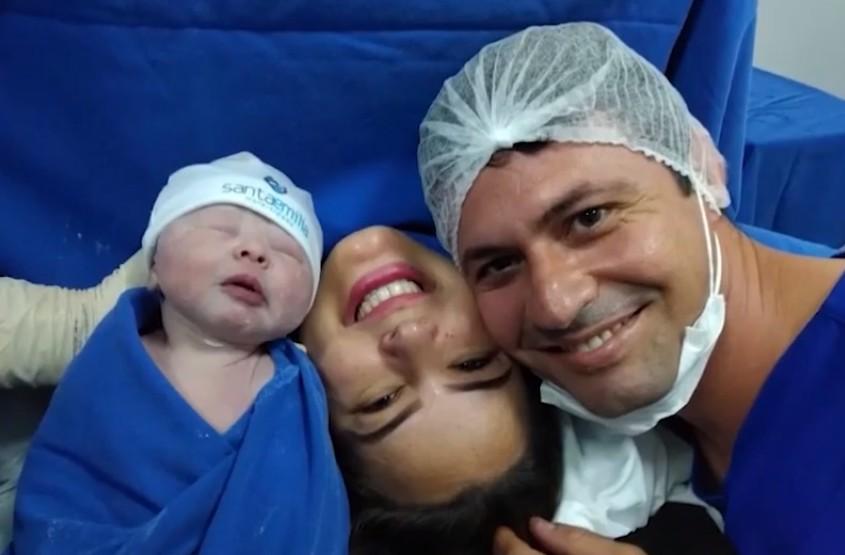 Advogada se cura após ser internada com Covid-19 oito dias depois de dar à luz em Feira de Santana, na Bahia