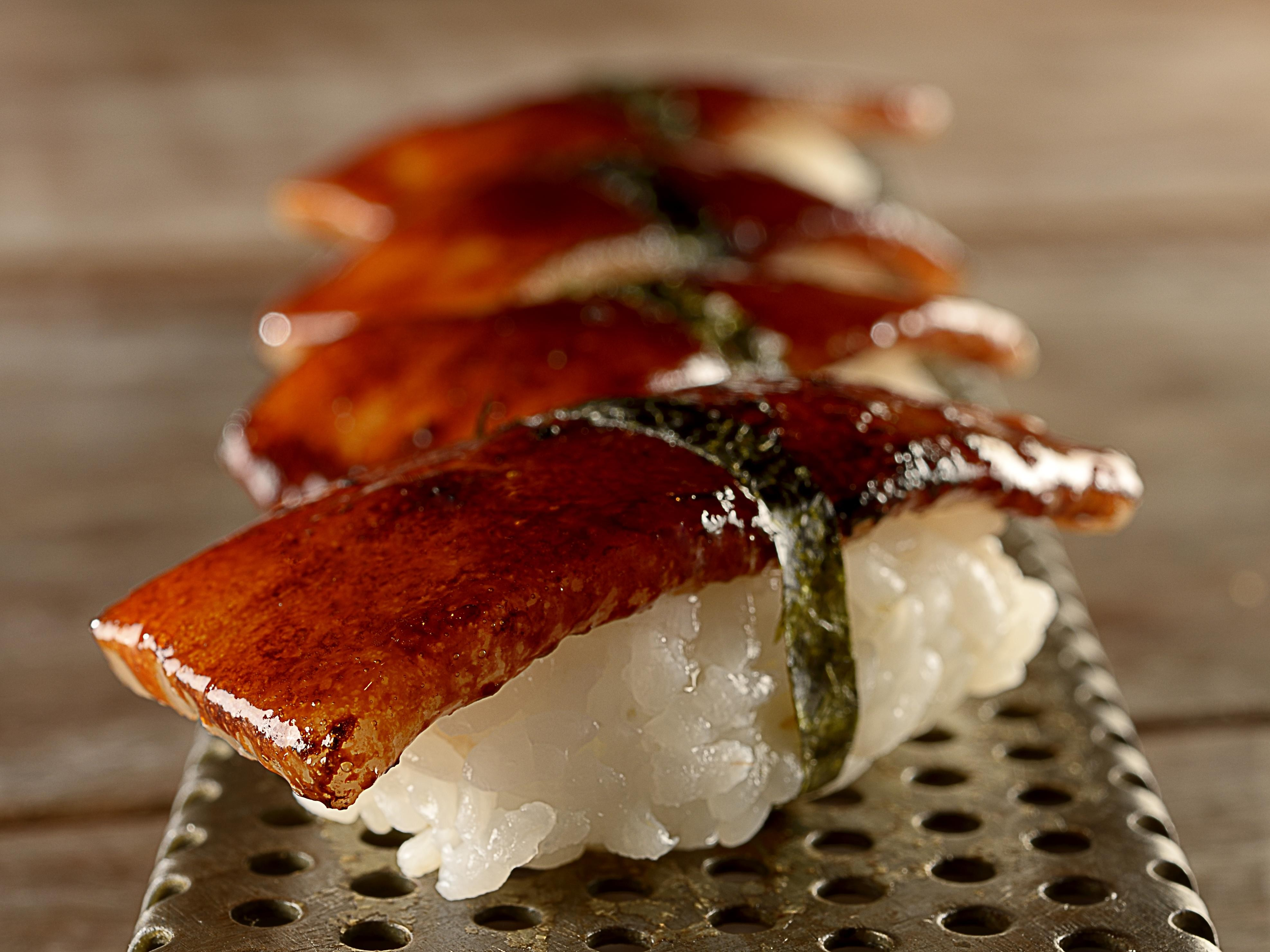 Sushi de papada de porco da Casa do Porco  (Foto: Divulgação/ Mauro Holanda)