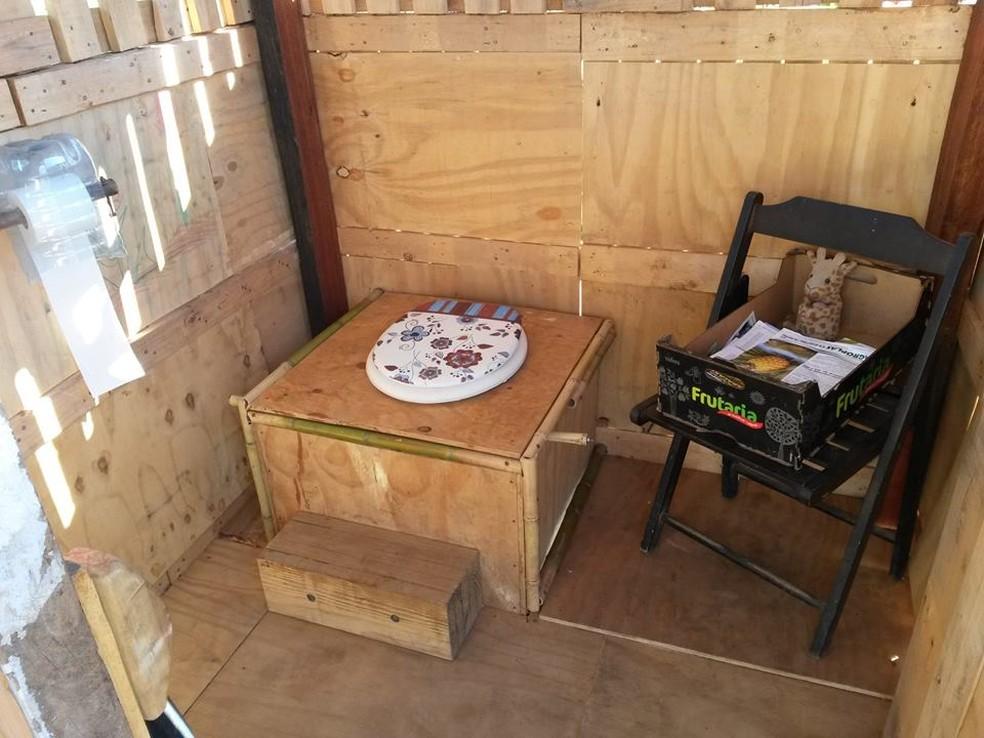 O banheiro seco foi o primeiro projeto criado pelo Geisa (Foto: Arquivo Pessoal)