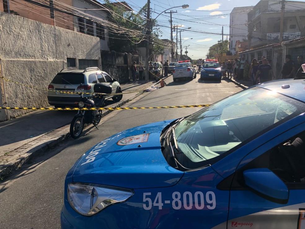 Policial militar foi morto na manhã desta quarta-feira (16) no Rio de Janeiro. (Foto: Fábio Neder/ TV Globo)
