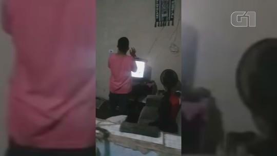 Garoto surpreende mãe ao rezar por pai desempregado em SP: 'Muita fé e sinceridade'