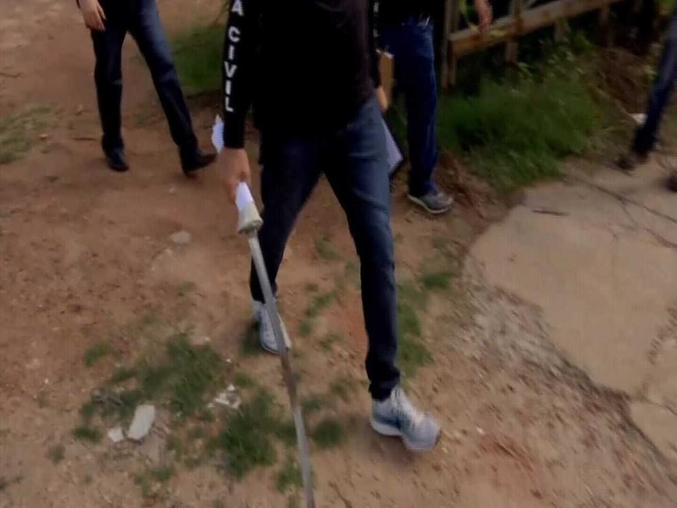 Espada foi apreendida pela polícia após o crime em Fortaleza — Foto: Reprodução/SVM
