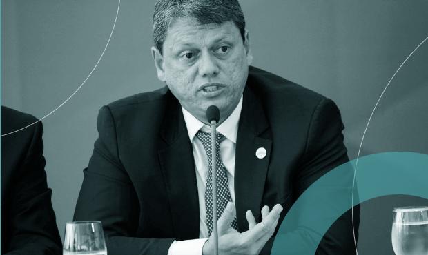 Tarcísio de Freitas em entrevista coletiva em fevereiro: ministro bancou leilão que rendeu R$ 3,3 bilhões
