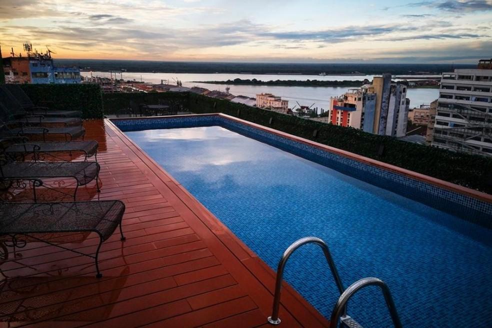Piscina do hotel onde Ronaldinho cumpre prisão domiciliar — Foto: Divulgação