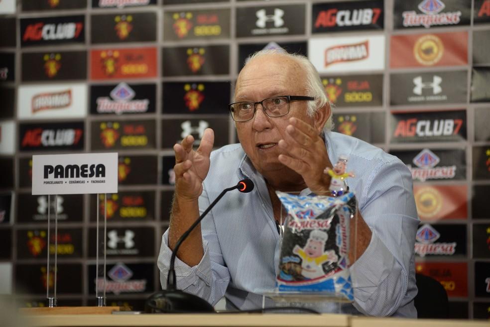 Milton Bivar desabafa sobre crise política do clube — Foto: Anderson Stevens / Sport