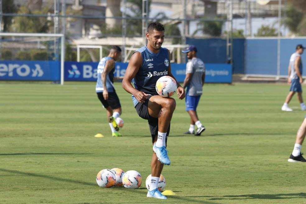 Diego Souza deve voltar aos treinos nesta semana — Foto: Eduardo Moura