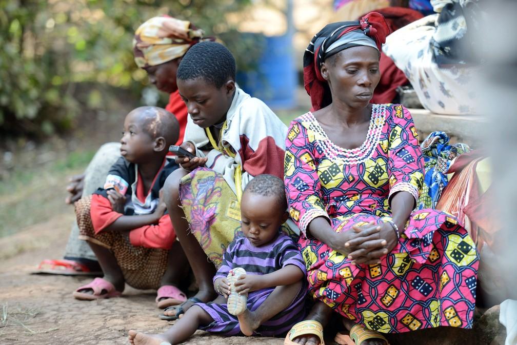 Mulheres e crianças são fotografadas no Hospital de Panzi, na República Democrática do Congo, em 8 de julho de 2013  — Foto: Junior D.Kannah / AFP